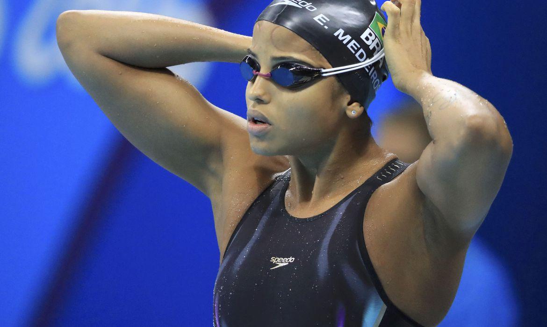 Etiene Medeiros bate recorde e chega à final dos 50 metros livre