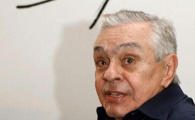 Brasília - O humorista Chico Anísio abre exposição de pintura na LBV