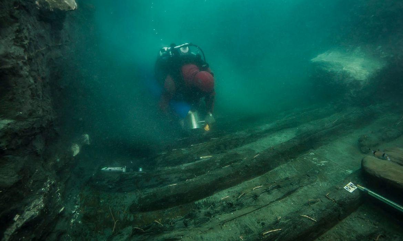 Restos de navio militar antigo descberto no litoral de Alexandria, no Egito