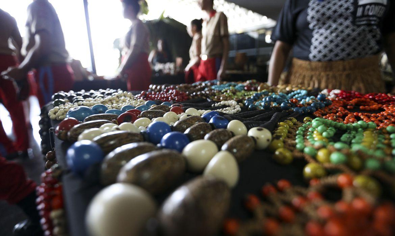 Brasília - Feira de artesanato durante a abertura da Semana do Índio, no Ministério da Justiça (Marcelo Camargo/Agência Brasil)