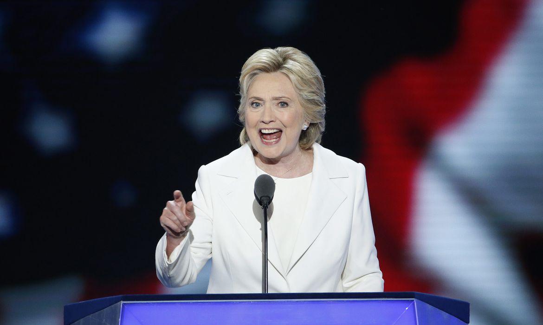 Hillary promete geração de empregos sem exclusão ao receber candidatura