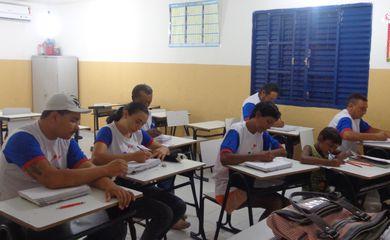 A internet virou ferramenta fundamental em um curso de alfabetização para jovens e adultos em Pombal, cidade a cerca de 325 quilômetros de João Pessoa