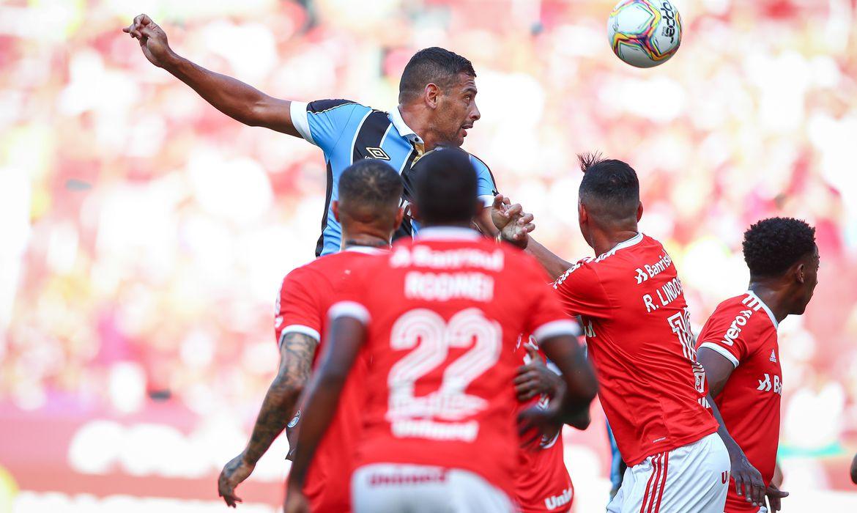 Lance da partida entre Grêmio e Internacional disputada na tarde deste sábado, no Estádio Beira-Rio, em partida valida pela semifinal do primeiro turno do Campeonato Gaúcho 2020.