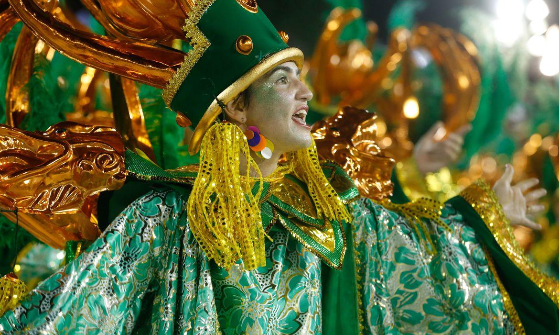 Rio de Janeiro - A Império Serrano abre o primeiro dia de desfiles do Grupo Especial das Escolas de Samba do Rio, na Sapucaí (Tânia Rêgo/Agência Brasil)