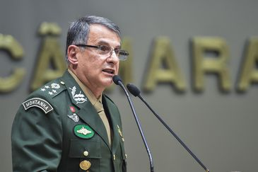 Período de Comunicações em homenagem ao Dia do Exército. na foto, o General de Exército Edson Leal Pujol.