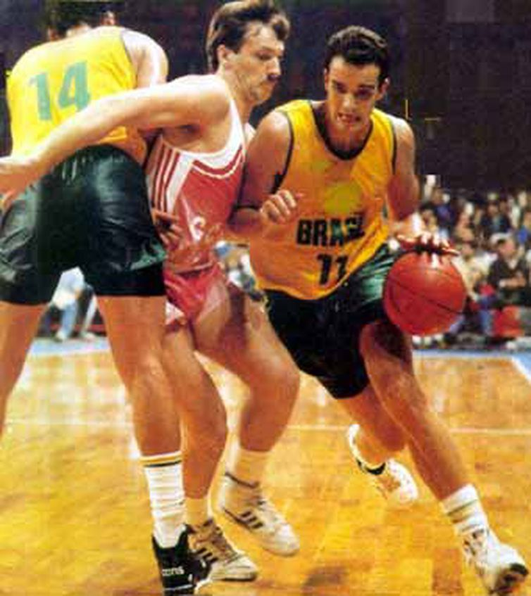Marcel,ex-ala da seleção brasileira de basquete,