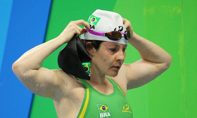 Nadadora paralímpica brasileira está em Quito (Equador), impossibilitada de deixar o pais por conta das restrições impostas contra a covid-19