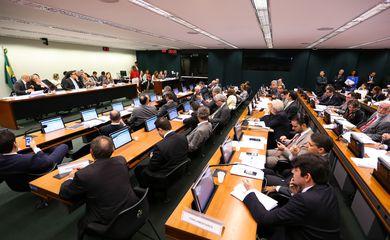 Brasília - Reunião da Comissão Especial que analisa o novo regime fiscal (PEC 241/16)discute parecer do relator Darcísio Perondi (Marcelo Camargo/Agência Brasil)