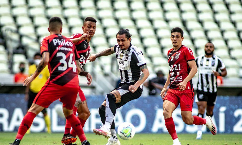 Athletico PR vence o Ceará por 2 a 0 em Fortaleza.