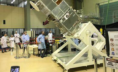 São Paulo - O satélite Amazonia 1 embarcou nesta terça-feira (22) para a Índia, onde será lançado ao espaço em fevereiro de 2021. O embarque aconteceu em um avião B777 da Emirates no aeroporto de São José dos Campos/SP (SJC)