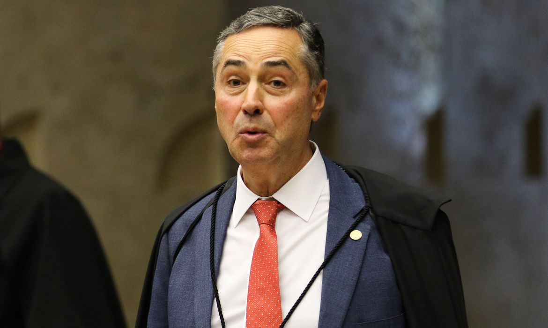 O ministro Luis Roberto Barroso, durante sessão do STF que retoma julgamento sobre o compartilhamento de dados bancários e fiscais.