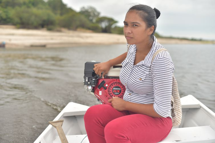 Krisiane Brito do Nascimento, de 19 anos, é agente comunitária de saúde