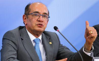 Brasília - O presidente do Tribunal Superior Eleitoral (TSE), ministro Gilmar Mendes, dá entrevista depois da cerimônia de assinatura do Acordo de Cooperação Técnica entre a Casa Civil e o TSE