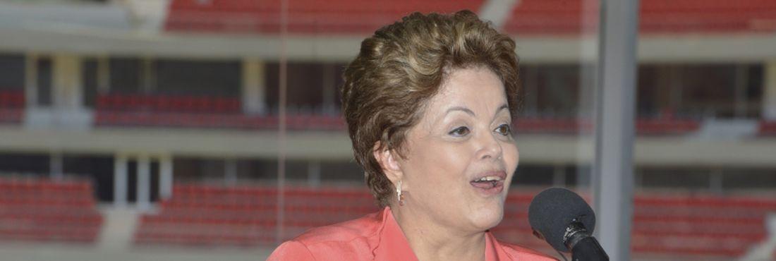Brasília – A presidenta da República, Dilma Rousseff e o governador do Distrito Federal, Agnelo Queiroz, participam da cerimônia de inauguração do Estádio Nacional de Brasília Mané Garrincha