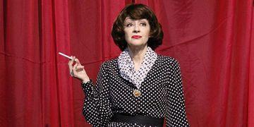 Andrea Dantas vive Bette Davis no Teatro