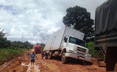 Chuva forte no sudeste do Pará provoca a interdição da BR-163 (Divulgação/Exército)