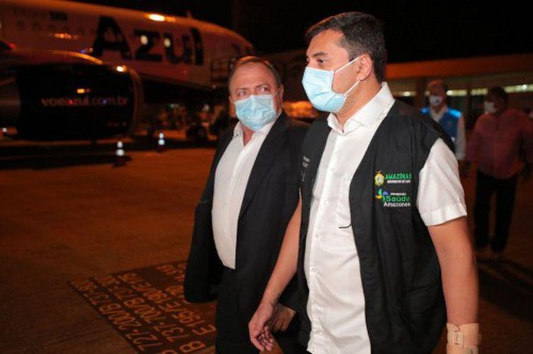 Ministro Pazuello e Governador do Amazonas Wilson Lima acompanham chegada das vacinas contra covid-19 ao Amazonas.