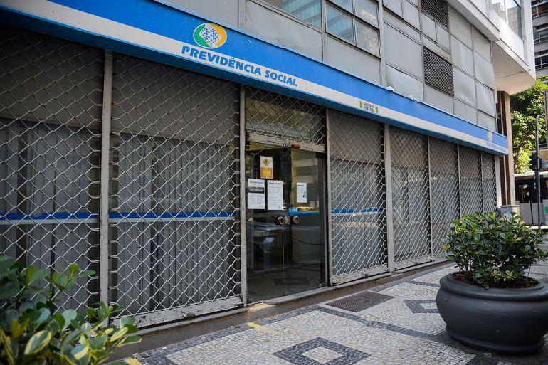 Instituto Nacional do Seguro Social (INSS) volta atendimento presencial nas agências.