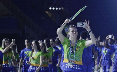 Brasileiros desfilam na abertura da Universíade de Taipei