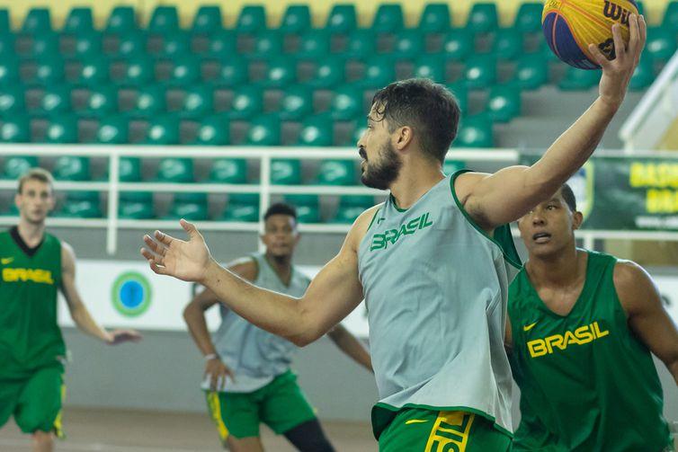 basquete 3x3 - seleção - Treinos para o Pré-Olímpico de Graz, na Áustria. Atividade na Escola de Educação Física do Exército, EsEFEx - em 13/04/2021