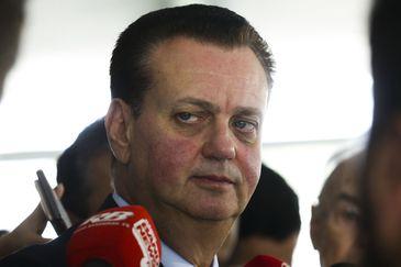 O Presidente Nacional do PSD, Gilberto Kassab, fala aos jornalistas após reunião com o presidente Jair Bolsonaro.