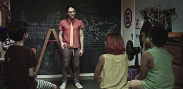 Neto explica para as crianças questões relacionadas com as ciências