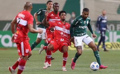 Palmeiras perde em casa para CRB e fica fora da Copa do Brasil