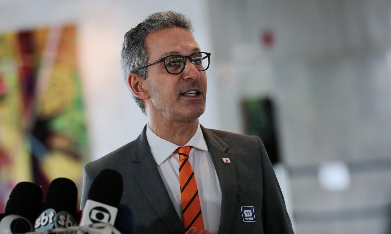 O governador do estado de Minas Gerais, Romeu Zema, fala à imprensa , após reunião com o presidente da República, Jair Bolsonaro
