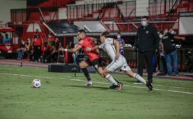 Sul-Americana: Atlético-GO estreia com empate sem gols com Newell's.