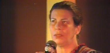 """Nana Caymmi no programa """"Chão de Estrelas"""" em 1984, na antiga TVE-RJ"""