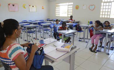 Cuiabá - Crianças fazem atividades na Escola Estadual Professora Tereza Conceição de Arruda, na comunidade do Quilombo Mata Cavalo (Antonio Cruz/Agência Brasil)