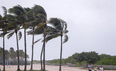 Furacão Irma começou a atingir a Florida
