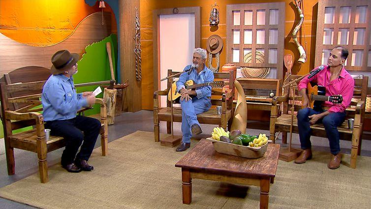 Luiz Rocha entrevista os violeiros Miguel & Edmar no programa Brasil Caipira