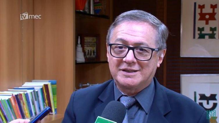 Ricardo Velez, MEC