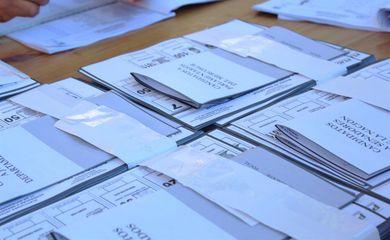 Grande Assunção – Cédulas de votação das primárias paraguaias que vão escolher os candidatos à presidência do país. As eleições presidenciais serão em 2018