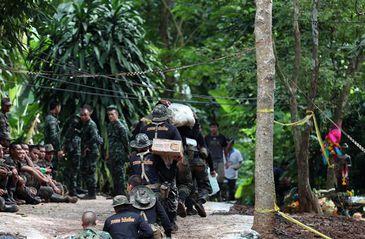 Equipes trabalham para operacionalizar resgate de crianças em caverna na Tailândia