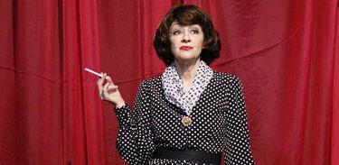 Andrea Dantas interpreta Bette Davis no Teatro