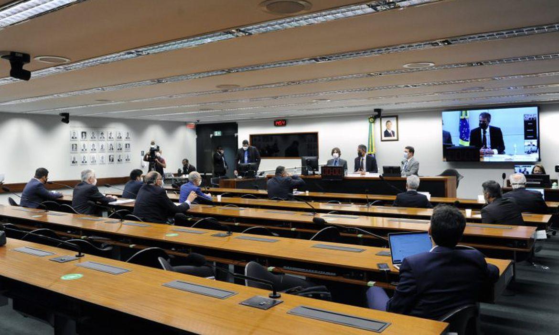 A comissão especial da Câmara dos Deputados que analisa a proposta de reforma administrativa (PEC 32/20), com a presença do ministro Paulo Guedes.