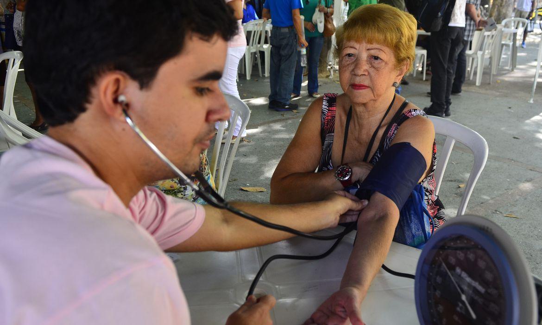 Em comemoração ao Dia Internacional da Mulher, médicos promovem campanha de conscientização sobre saúde cardiovascular e advogados oferecem orientação jurídica gratuita (Tânia Rêgo/Agência Brasil)