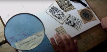 """Cena do curta """"Afectos II: paixões, coleções, histórias e memórias"""""""