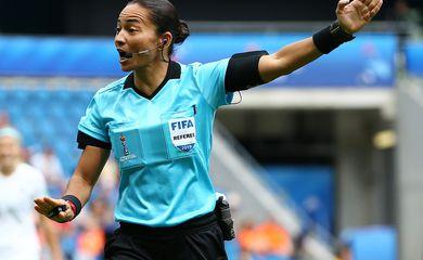 Edina Alves é oficializada como árbitra de futebol na Olimpíada de Tóquio