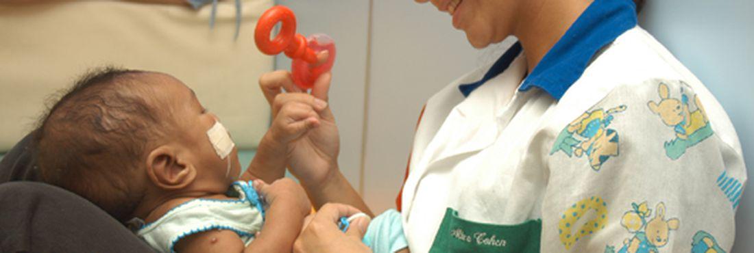 Os resultados obtidos mostraram que o brincar, enquanto recurso terapêutico, possibilita a criança ocupar um papel mais ativo, com bem-estar, autonomia e participação