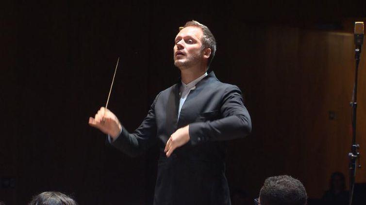 O premiado maestro Tobias Volkmann é um dos principais músicos brasileiros de sua geração