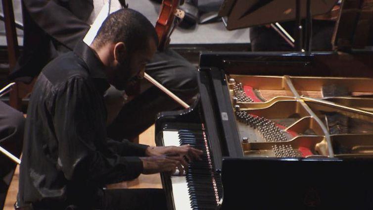 É a primeira vez que o pianista francês Wilhem Latchoumia se apresenta no Brasil