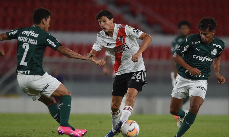 Nacho Fernández em partida pelo River Plate contra o Palmeiras, na semifinal da Libertadores 2020.