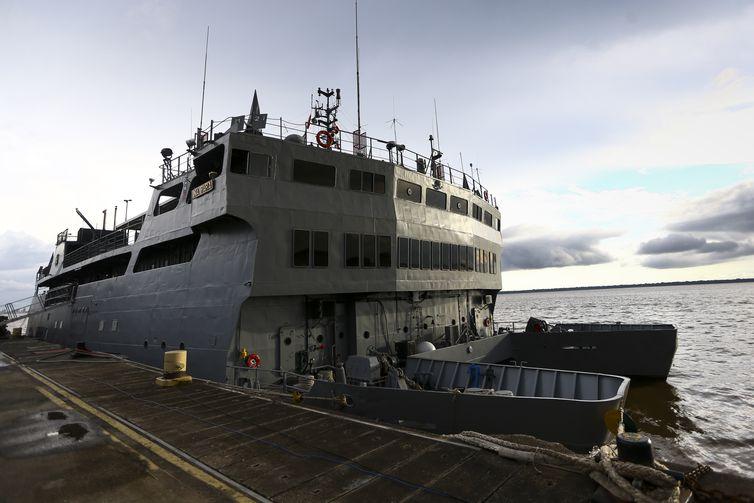 O Navio Auxiliar Pará, atracado na Base Naval de Belém.