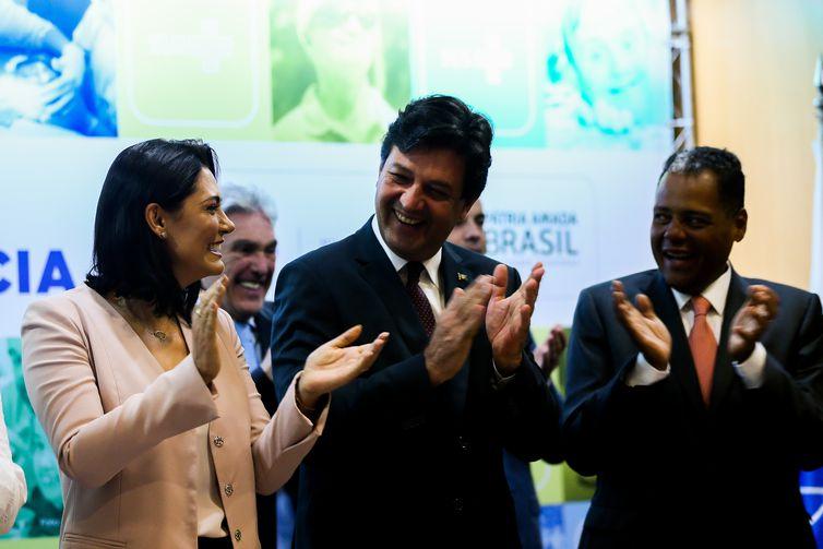 A primeira-dama Michelle Bolsonaro e o ministro da Saúde, Luiz Henrique Mandetta, durante anuncio no Dia Internacional da Pessoa com Deficiência