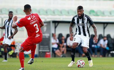 Júnior Tavares foi titular na volta do Portimonense ao Campeonato Português, após a paralisação em razão da pandemia da covid-19