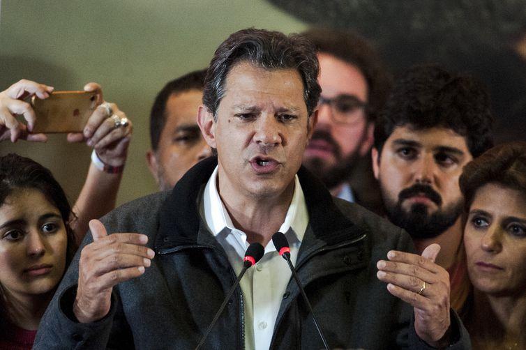 O candidato à Presidência da República, Fernando Haddad, durante declaração após resultado do primeiro turno das eleições.