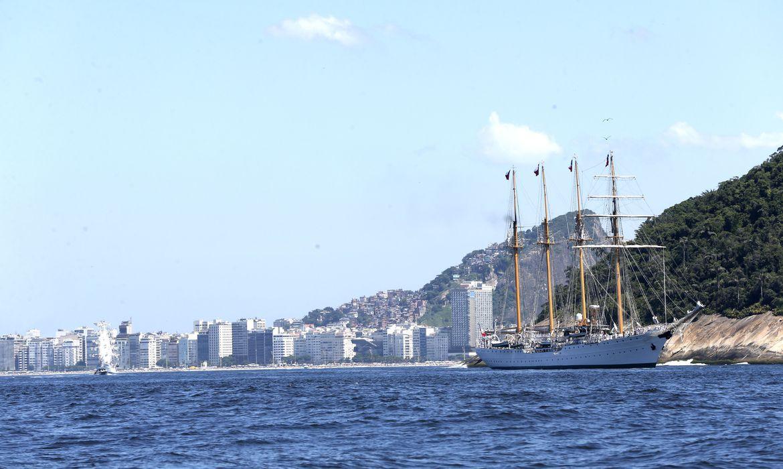 Rio de Janeiro - Desfile naval na chegada ao Rio de Janeiro do encontro Velas Latinoamérica 2018. O evento reúne seis navios veleiros estrangeiros e o navio veleiro brasileiro Cisne Branco (Tânia Rêgo/Agência Brasil)